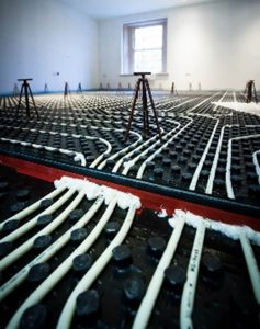 Why expansion and control joints are essential when laying large volumes of self-levelling liquid screed on site.