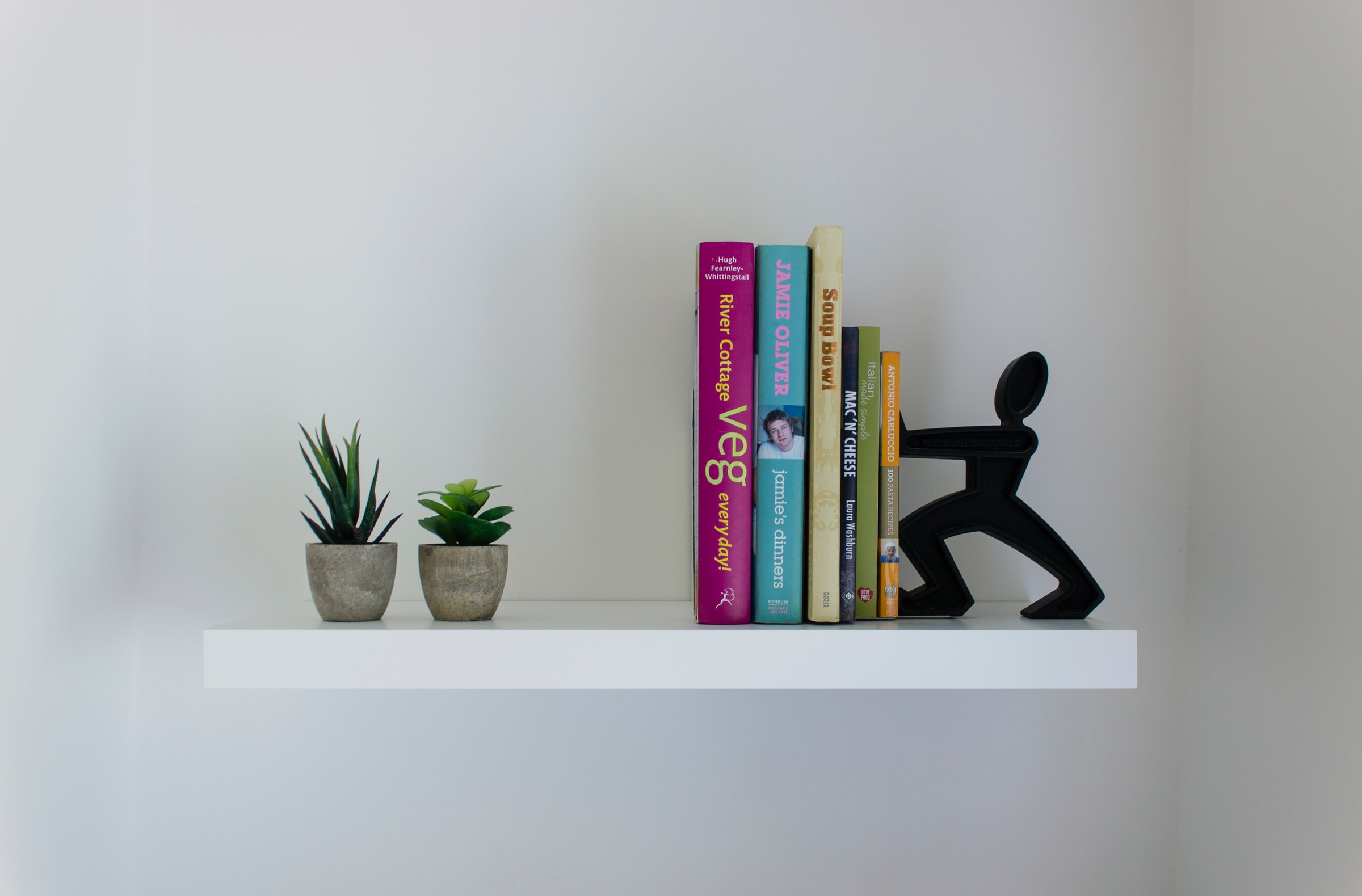 How to securely fix a floating shelf to a dot and dab plasterboard over block
